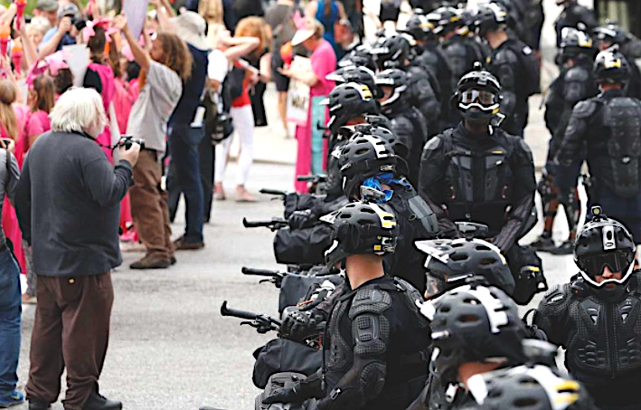 USA: Tear Gas, Guns and Riot Squads: The Police State's Answer to Free Speech